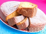 Вкусен пухкав обикновен домашен кекс с пълнеж от сладко от вишни поръсен с пудра захар (с бакпулвер)